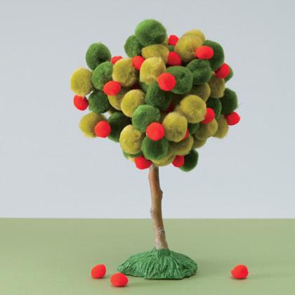 Дерево из помпонов
