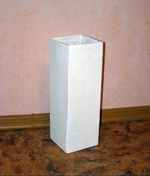 Напольная ваза из картонной коробки